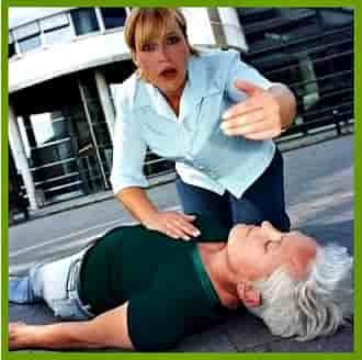 Почему человек падает в обморок и что делать, чтобы помочь: причины, симптомы, первая помощь, лечение
