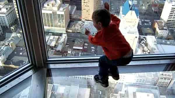 ребенок на высоте