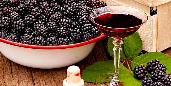 ежевика, красное вино