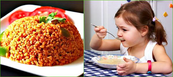 ребенок ест кашу