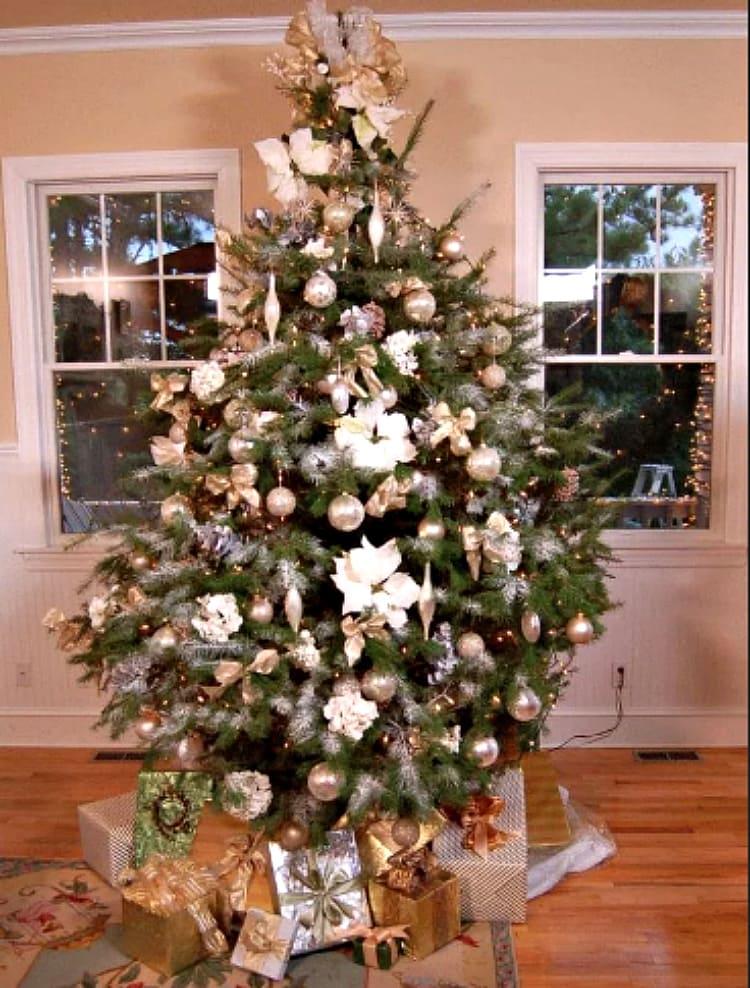 елка с цветами
