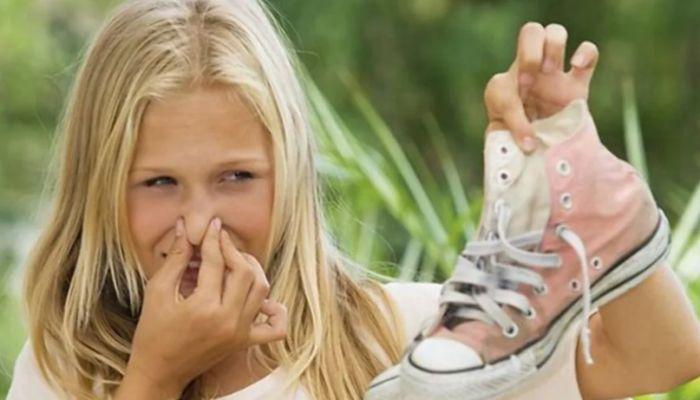 Сильно потеют и пахнут ноги: что делать в домашних условиях
